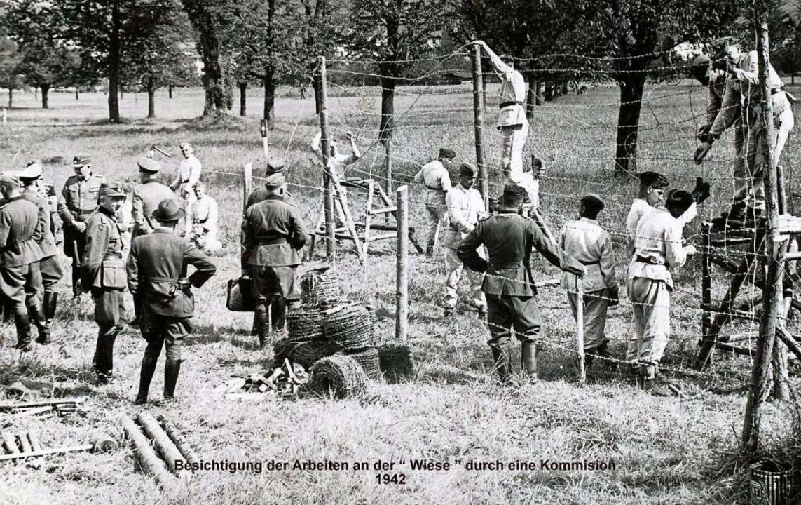 Eine Kommission besichtigt 1942 die  Arbeiten an der Wiese.  | Foto: Bestand Rudolf Vetter/ZVG Landratsamt ...lle Öffentlichkeitsarbeit und Kreistag