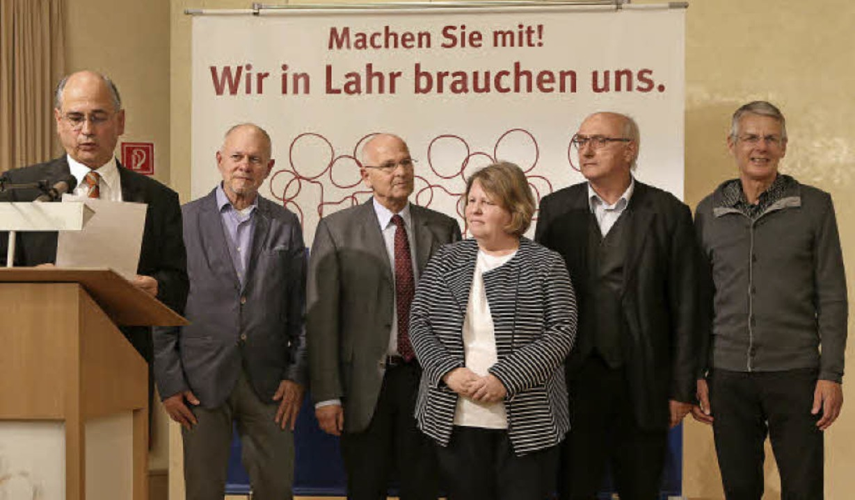 Preisübergabe (von links): Christof Sc...reis) und Gerhard Silberer (Stiftung)   | Foto: Christoph Breithaupt