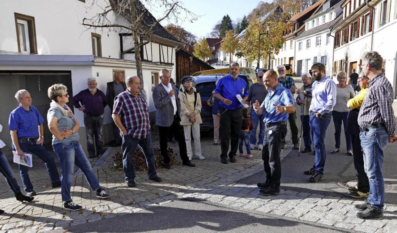 Verkehrsschau: Fachleute von der Straß...enstraße/Brunnenstraße/Spiegelstraße.   | Foto: Juliane Kühnemund