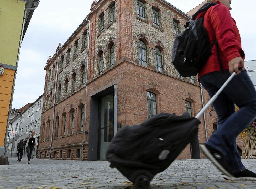 Kritik  gibt  es auch am Pflaster in der Kreuzstraße.   | Foto: Ch. Breithaupt