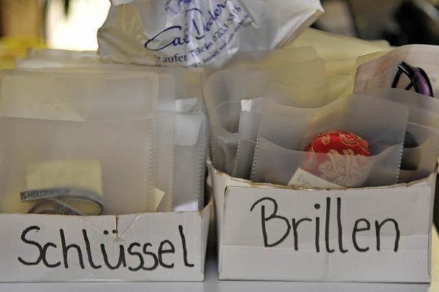 Nach dem Ende der Freibad-Saison sind nun säckeweise Fundsachen in den Fundbüros abzuholen