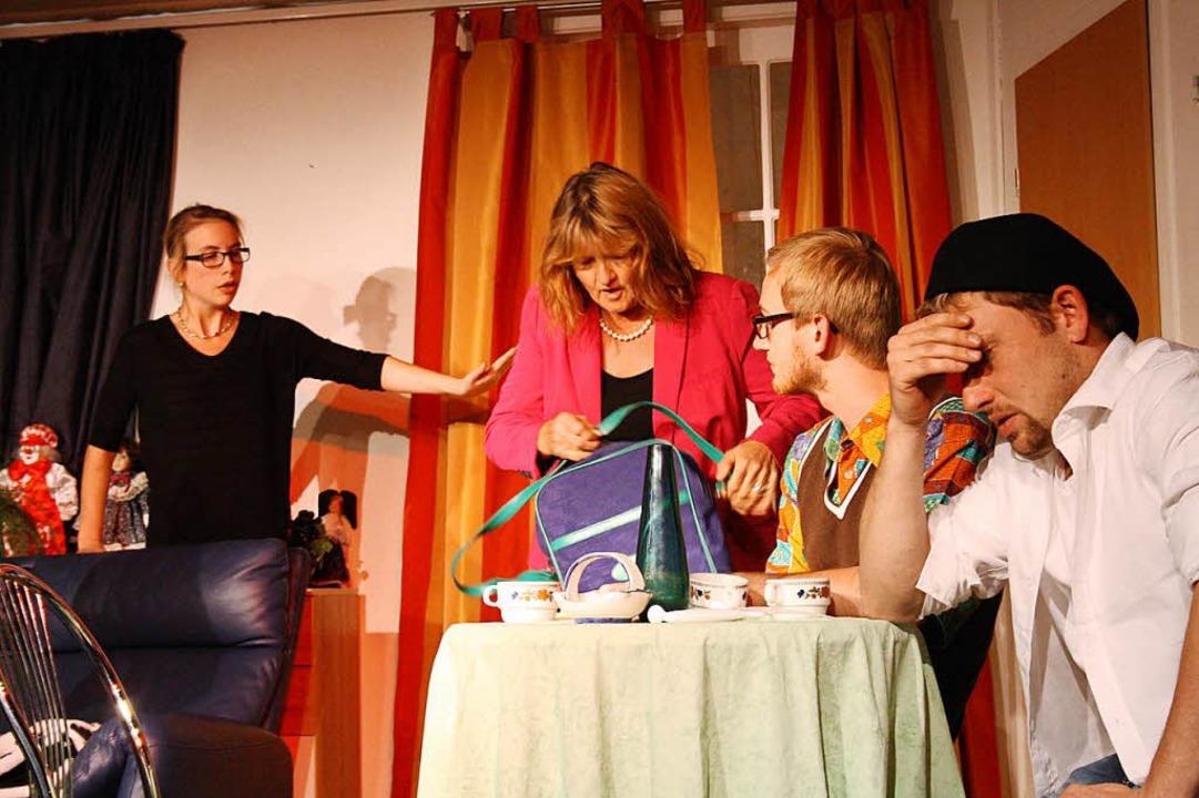 Das Chaos ist perfekt:  Anja Dietz, Jo...tian Lenz und Björn Seider (von links)  | Foto: Elisabeth Weniger