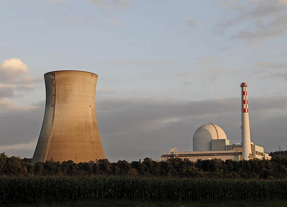 Ohne Dampf zeigt sich wegen der Revisi...as Schweizer Atomkraftwerk Leibstadt.   | Foto: Juliane Schlichter