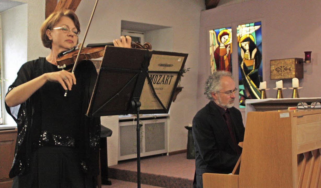 Ivetta Viatet und Wiliam Cuthbertson s...slung im Alltag des St. Marienhauses.   | Foto: Kerckhoff