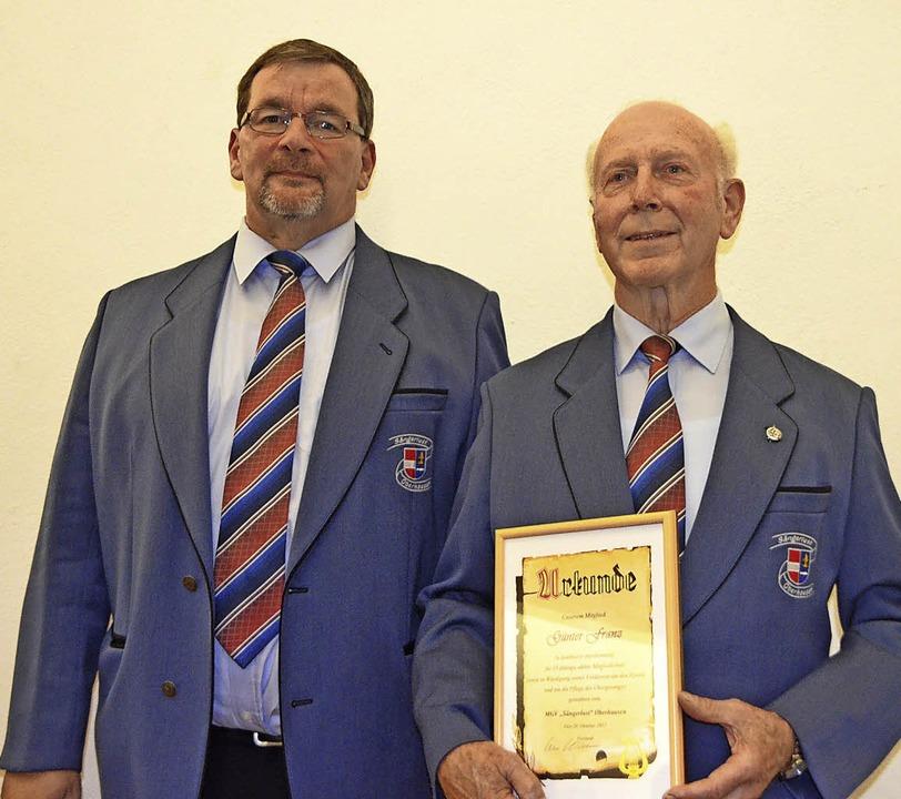 Günter Franz wurde für 25 Jahre als ak... Uwe Mehmen zum Ehrenmitglied ernannt.    Foto: Jörg Schimanski