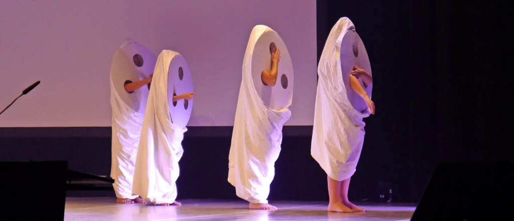 Phantasievolle Aufführungen umrahmten ...kreative Entwicklung junger Menschen.   | Foto: Heidi Ast