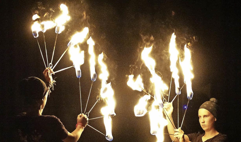 Spiel mit dem Feuer – die   Akte...220; zeigten eindrucksvoll ihr Können.  | Foto: Hans-Jürgen Hege