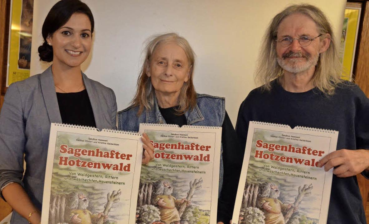 Autorin Sandhya Hasswani (links) und d...ntierten den neuen Hotzenwaldkalender.  | Foto: Christiane Sahli