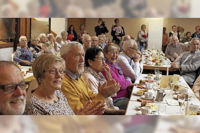 Senioren feiern ausgelassen