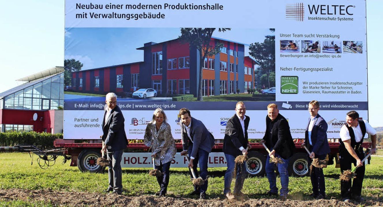 Jetzt geht's los: Spatenstich fü...Neubau der Firma Weltec in Merdingen.   | Foto: Mario Schöneberg