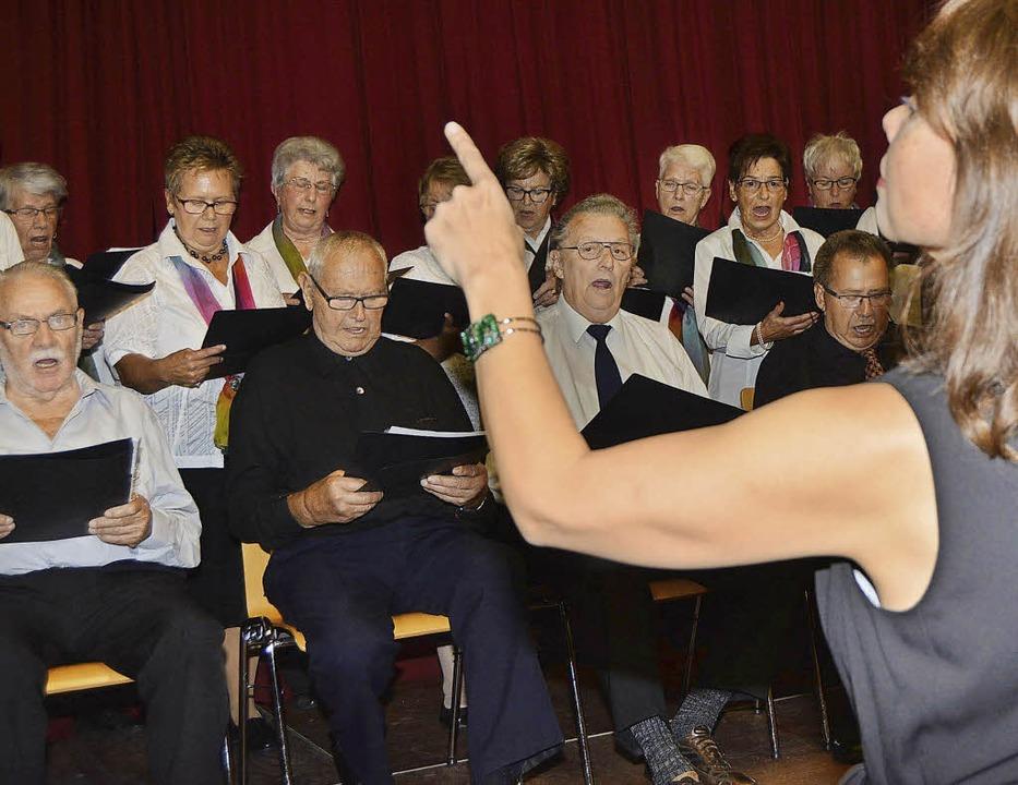 Der Gesangverein Eintracht Karsau trug...rydkina Lieder in hoher Qualität vor.     Foto: Danielle Hirschberger