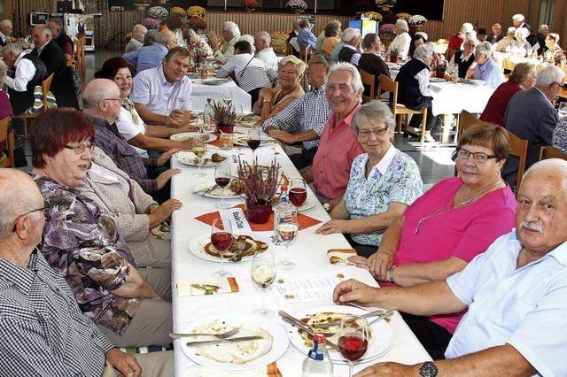 Gemeinde- und Ortschaftsräte verwöhnen Mahlberger Senioren