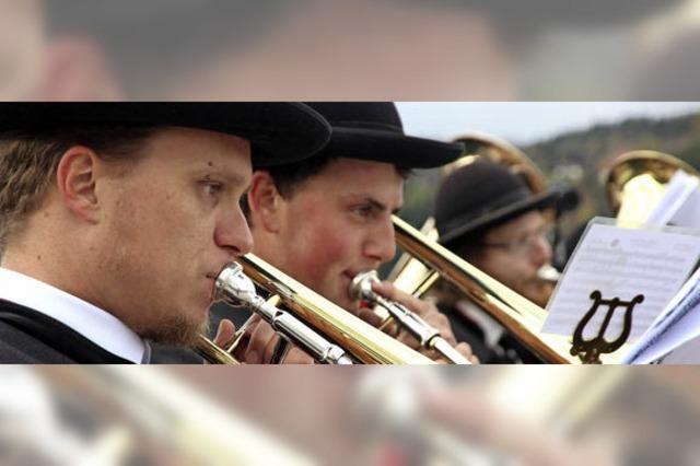 Musiker blasen zum Finale
