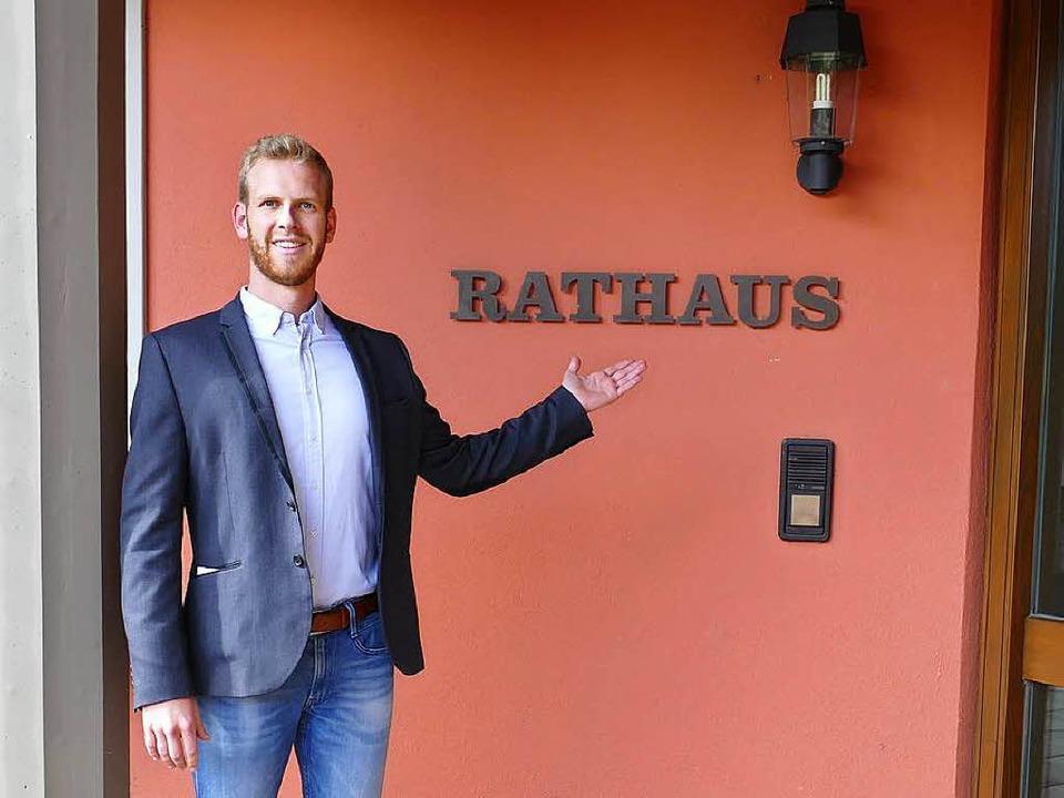 Benedikt Eckerle zieht als Bürgermeister ins Ihringer Rathaus ein.  | Foto: Gerold Zink