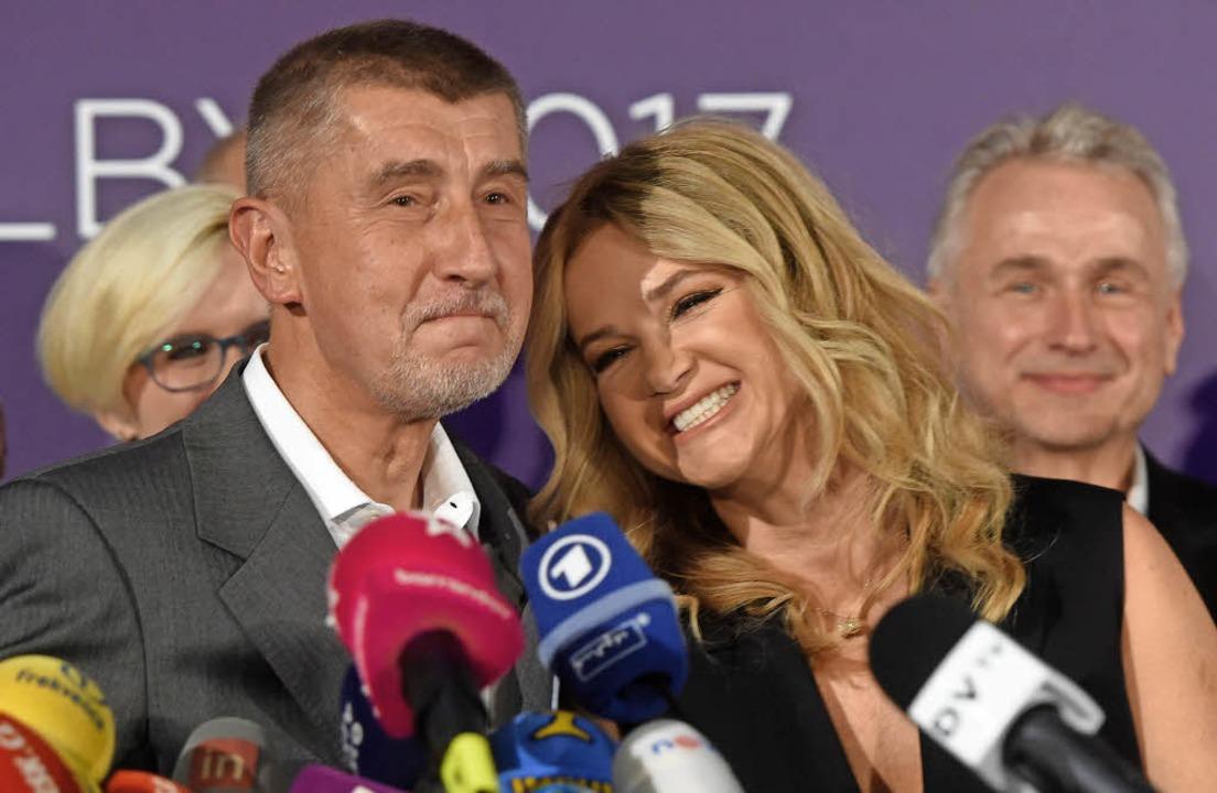 Andrej Babis und seine Frau  Monika na... Wahlsiegs seiner Protestbewegung ANO   | Foto: DPA