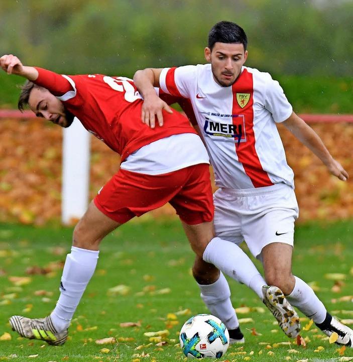 Durstrecke nach vier sieglosen Spielen...s) gegen Marco Gutmann, SV Kirchzarten    Foto: Neithard Schleier