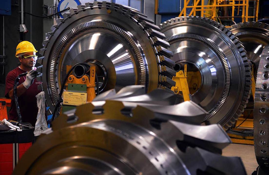 Siemens-Mitarbeiter beim Gasturbinenbau    Foto: AFP