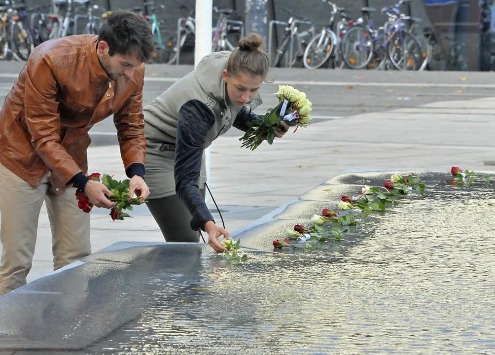 "Jeremias Moser-Feudel und Elena Roggat...ns"" am Platz der Alten Synagoge.    Foto: Michael Bamberger"