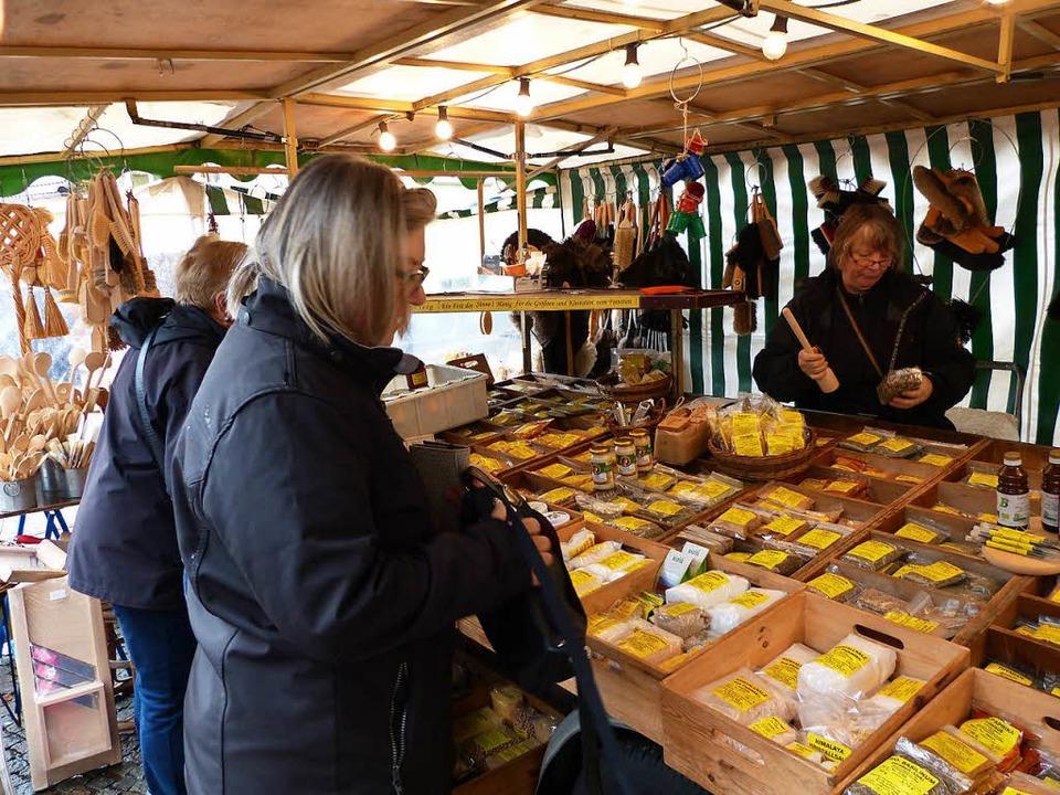Ein Stand beim Gallusmarkt in Heimbach  am Montag    Foto: Aribert Rüssel