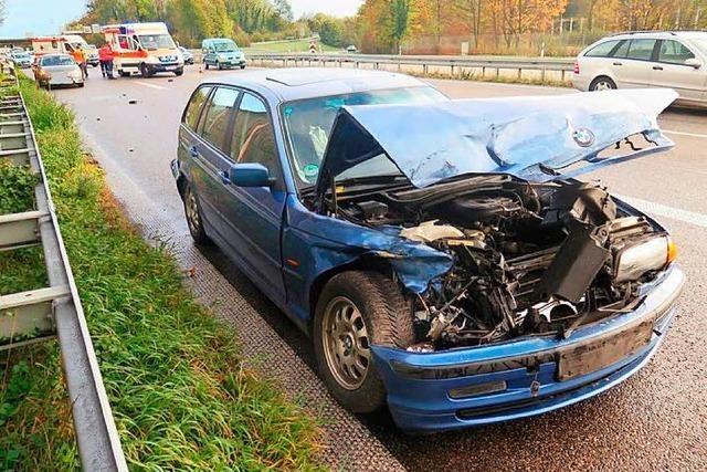 Unfall auf der Zufahrt von der A 98 zur Autobahn A 5