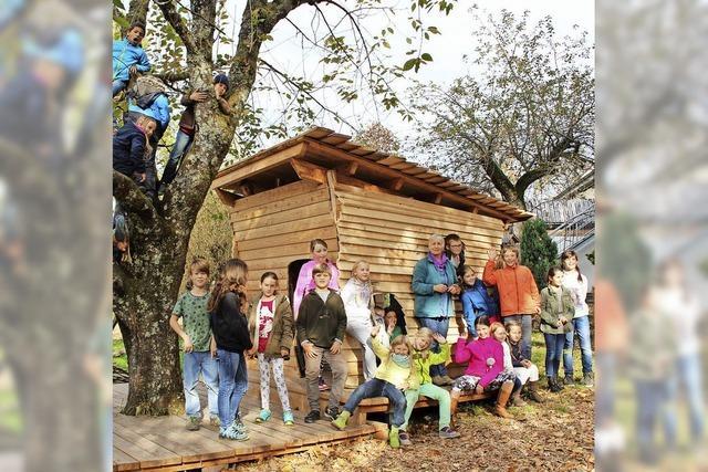 Spiel und Spaß rund um die neue Kinderhütte