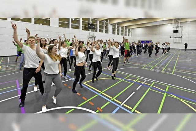 Sporthalle am Berufsschulzentrum nach knapp vier Jahrzehnten Wartezeit eingeweiht