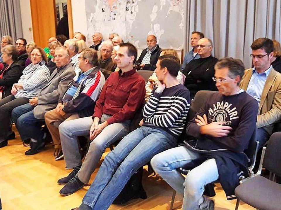 Das Interesse an der Gemeinderatssitzu...er der Munitionsfabrik waren gekommen.  | Foto: Kramberg