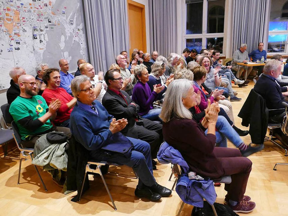 Applaus hat es aus den Zuschauerreihen...ionsfabrik auf dem Flugplatz gegeben.   | Foto: Christian Kramberg