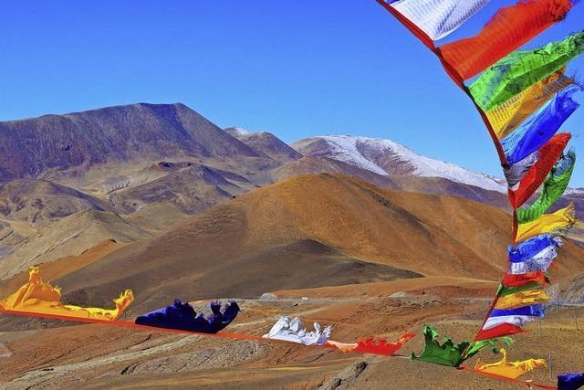 Eine Inderin führt als erste Frau durch den Himalaya