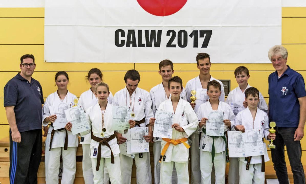 Unter der roten Sonne: Die Karateka au... internationale Turnier vorbereitet.    | Foto: zvg