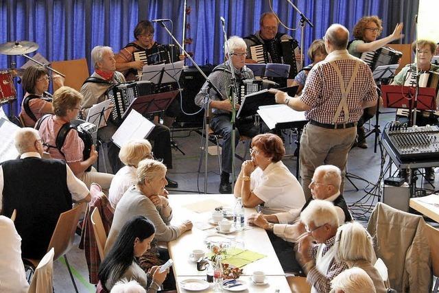 Senioren greifen beherzt in die Tasten