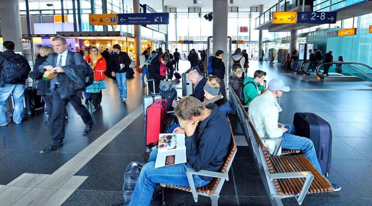 """Hier kommen viele """"Unbegleitete"""" an: der Hauptbahnhof in Freiburg    Foto: Michael Bamberger"""