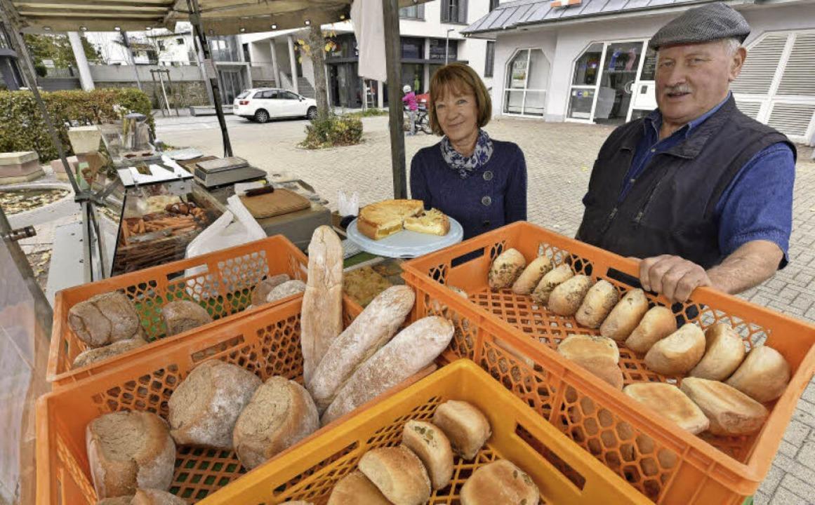 Selbstgebackenes Brot und Kuchen haben...ne Schwester Helga Schnurr im Angebot.  | Foto: Thomas Kunz