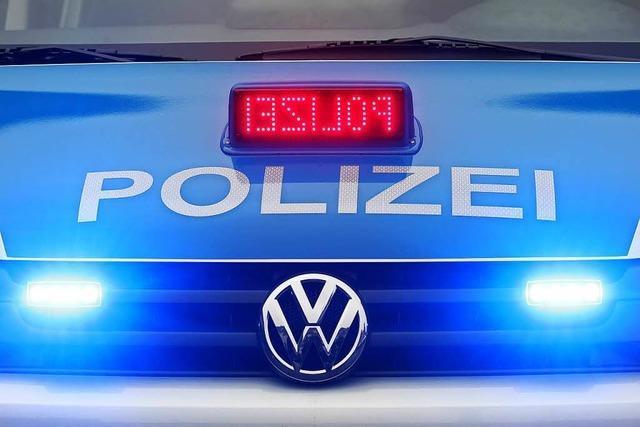 Lkw-Fahrer streift Bahnbrücke in Denzlingen