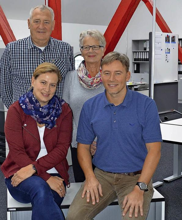 Die Firmenleitung: Adolf und Anita  Pf...inten), Corinna Pfaff und Andreas Buff  | Foto: Nikolaus Bayer