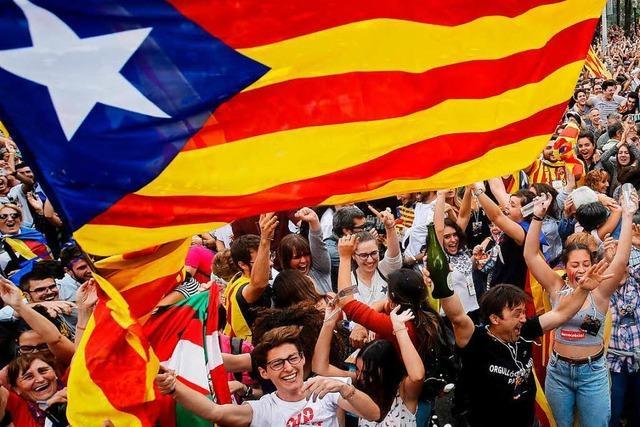 Katalanisches Parlament erklärt Unabhängigkeit von Spanien