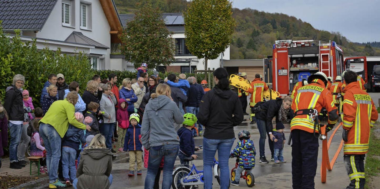 So viele Zuschauer wie noch nie verfol...uerwehr im Neubaugebiet Fernecker Tal.    Foto: Benedikt Sommer