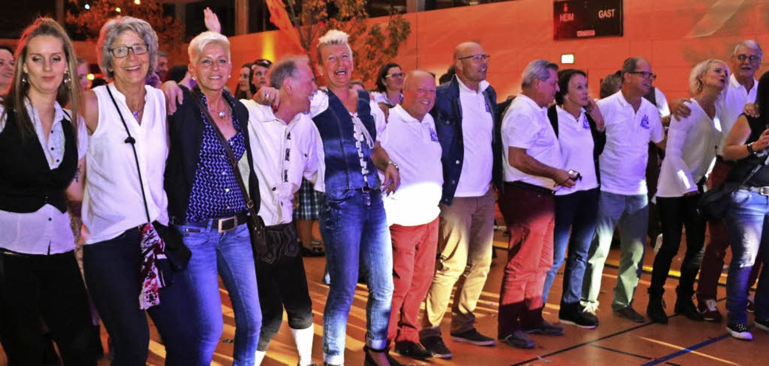 Fröhlich vereint genoss das Publikum d...he Stimmungsmache der Froschenkapelle.  | Foto: Martha Weishaar
