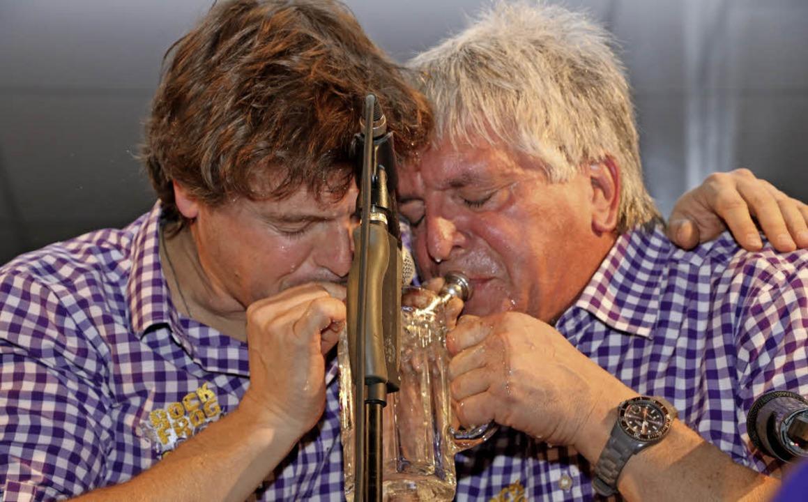 Eine recht feuchte Angelegenheit ist d... sonderbare Trompetensolo im Bierglas.  | Foto: Martha Weishaar