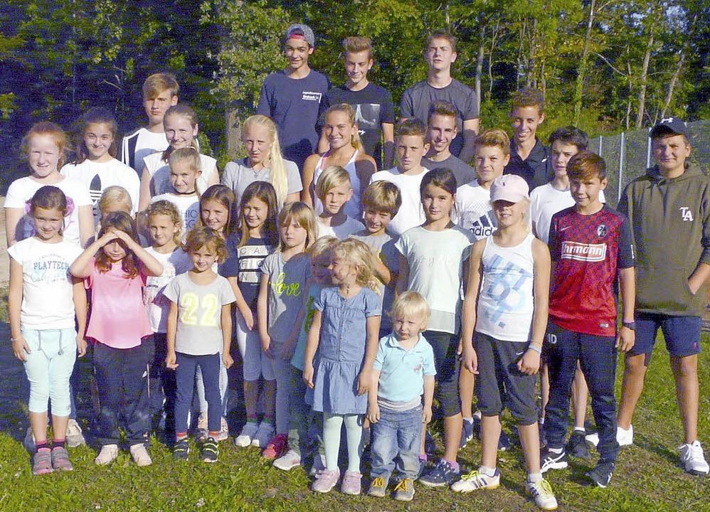 Kinder und Jugendliche verschiedener A...meisterschaften des TC Breisach teil.   | Foto: privat