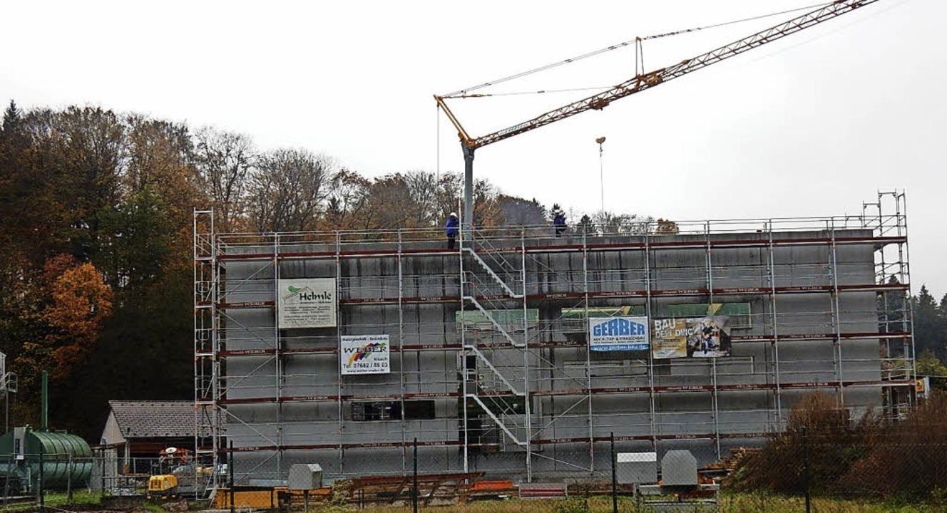 Die neue Heizzentrale der Nahwärmegeno...noch in diesem Jahr in Betrieb gehen.   | Foto: Kurt Meier