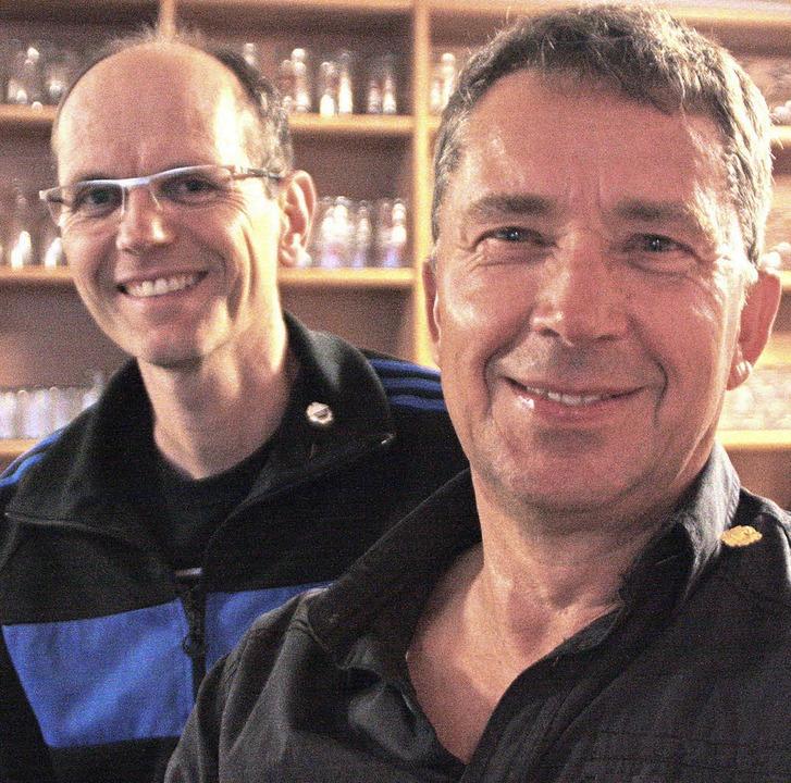 Rainer Trefzger (links) und Michael Ho...eue zum FC Wehr ausgezeichnet worden.   | Foto: Jörn Kerckhoff