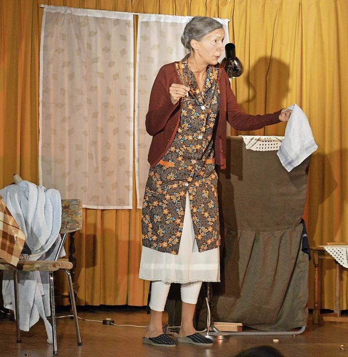 In ihrer Rolle als  Frau Alice begeist...die Zuschauer im Görwihler Pfarrsaal.     Foto: Sandhya Hasswani