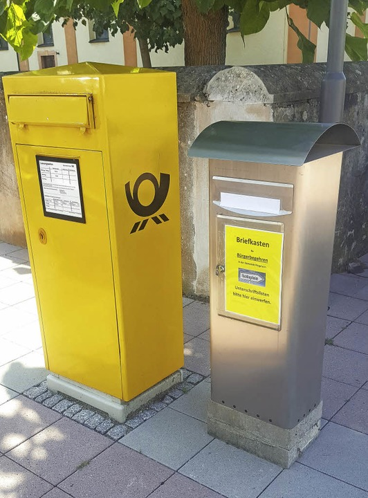 Der Unterschriftenkasten für das Bürgerbegehren am Rathausplatz in Ringsheim    | Foto: Privat