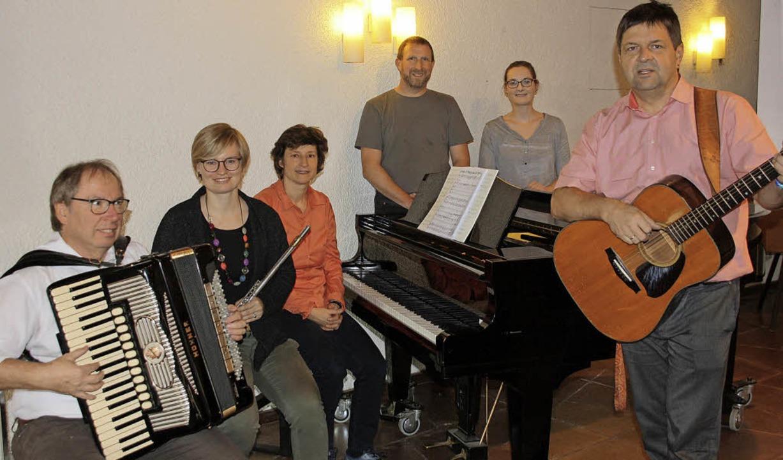 """Harald Kniebühler (von links), Theresa... für """"Sternenkinder"""" ein.     Foto: Christiane Franz"""