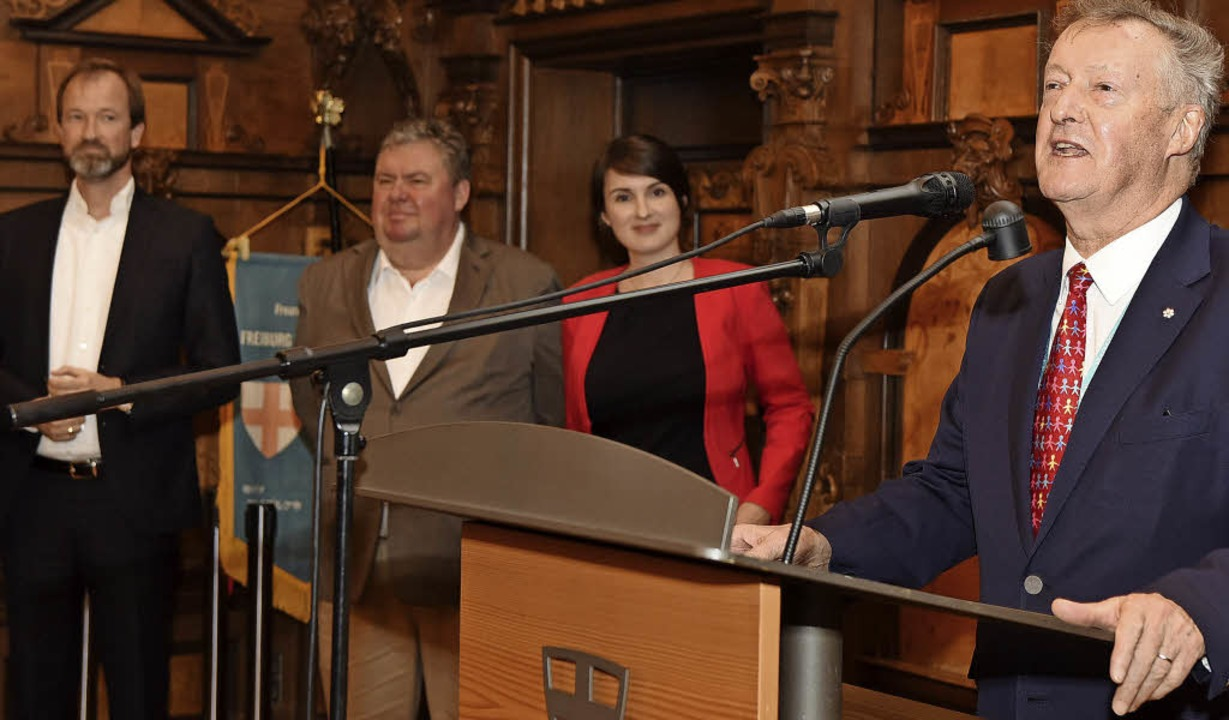 Empfang für die UWC-Delegierten in der... Carolin Jenkner und Sir John Daniel.   | Foto: Rita Eggstein