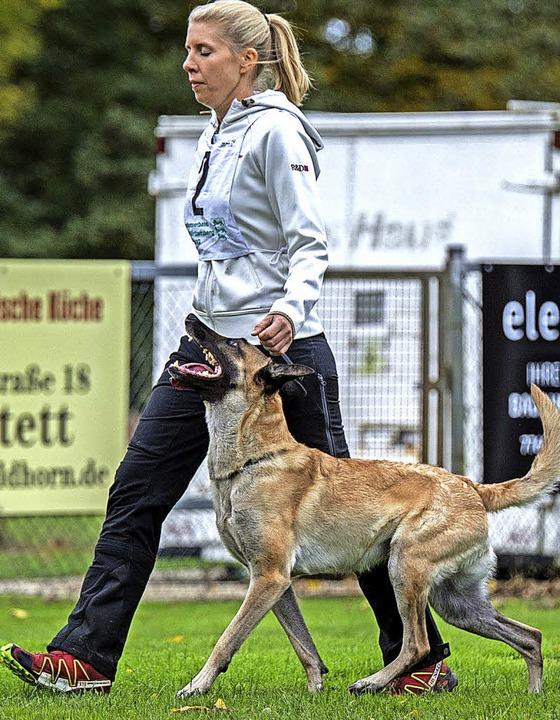 Anne Eisemann mit ihrem Hund Jeannie   | Foto: Verein