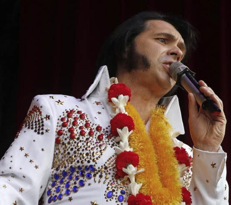 Aufwändiges Outfit ganz wie der legend...ndreas Stolzenthaler als Elvis Presley  | Foto: HEIDI FÖSSEL