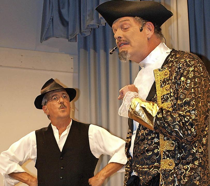 Im Disput (von links) d' Stetten...reiherr von Wallbrunn (Rainer Lorenz).  | Foto: Paul Schleer