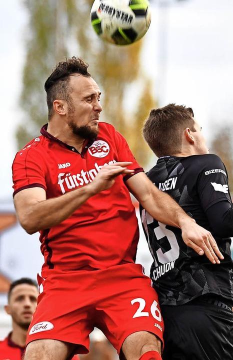 Erster Treffer im Dress der Rot-Weißen: Santiago Fischer (links)   | Foto: Achim Keller